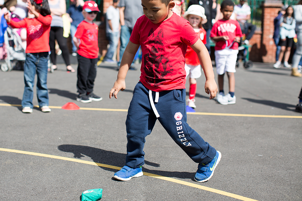 Active Superstars PE Activity of the Week - Zig Zag Bean Bag